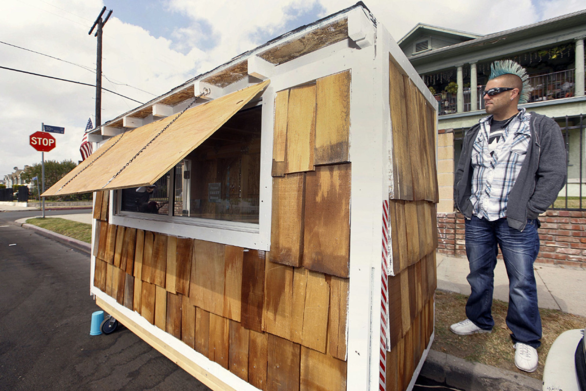 Holzhaus Auf Rädern Tiny Wheeled Houses For Homeless In Los Angeles Yes