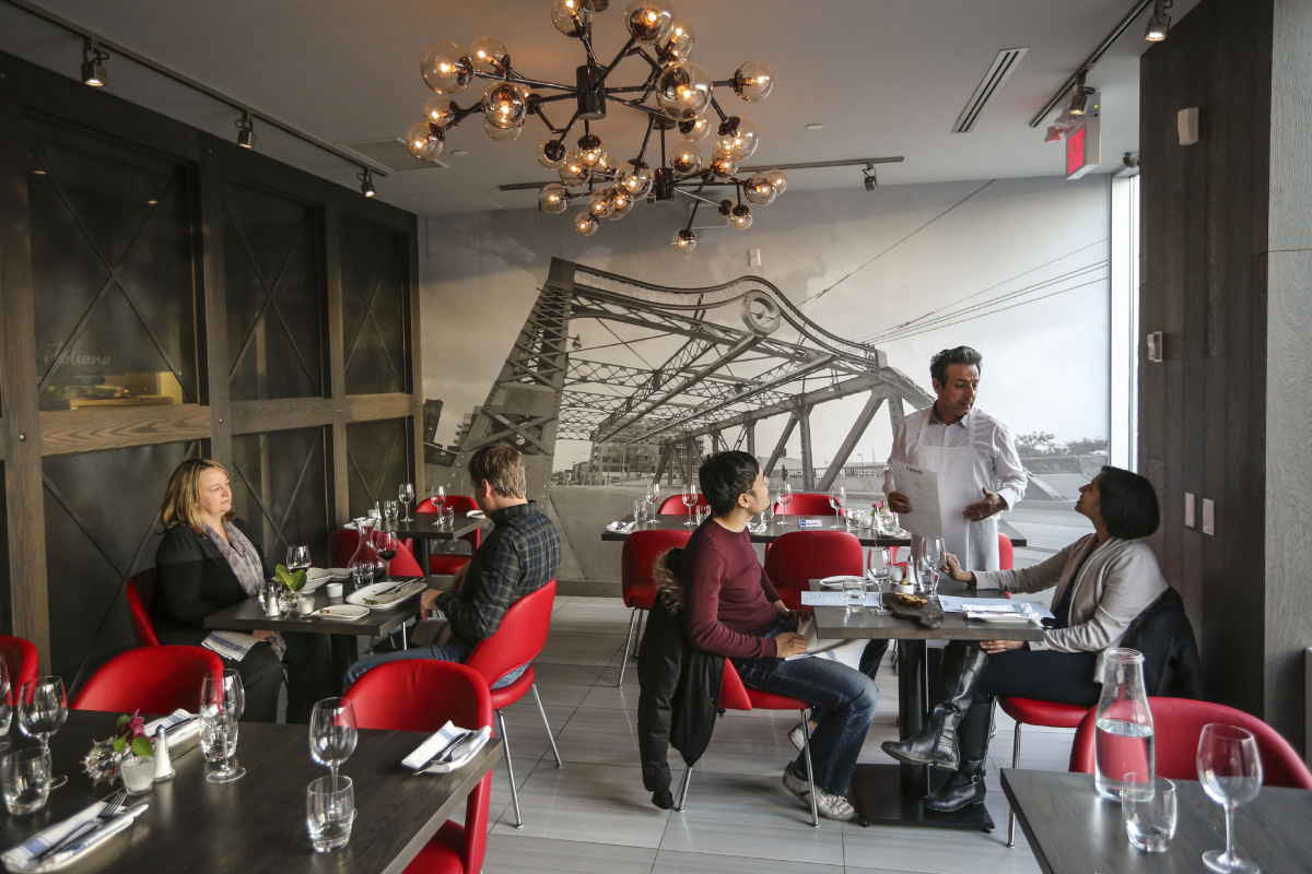 Il Ponte Queen East Dining Out In Toronto S Condo Canyons Pataki The Star