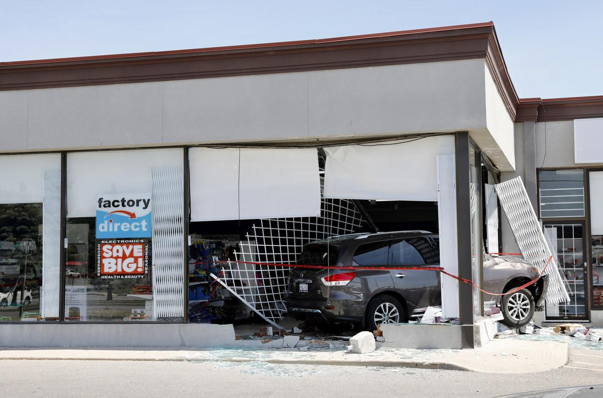 Turkish Store Mississauga At Least Five People Dead In Suv Crash After Trying To