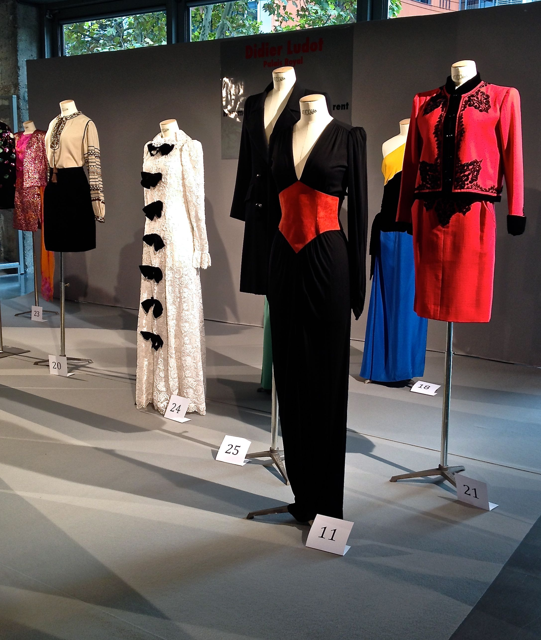 Salon Du Vintage Salon Du Vintage Ysl Haute Couture Exhibition The