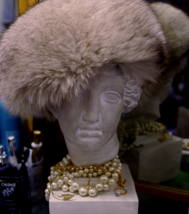 Topped with my vintage fur hat and some pearl & gold accessories.