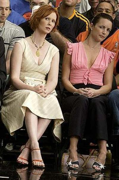 Charlotte York (right) wears a Tuleh top to a Knicks game during an episode of Sex and the City.
