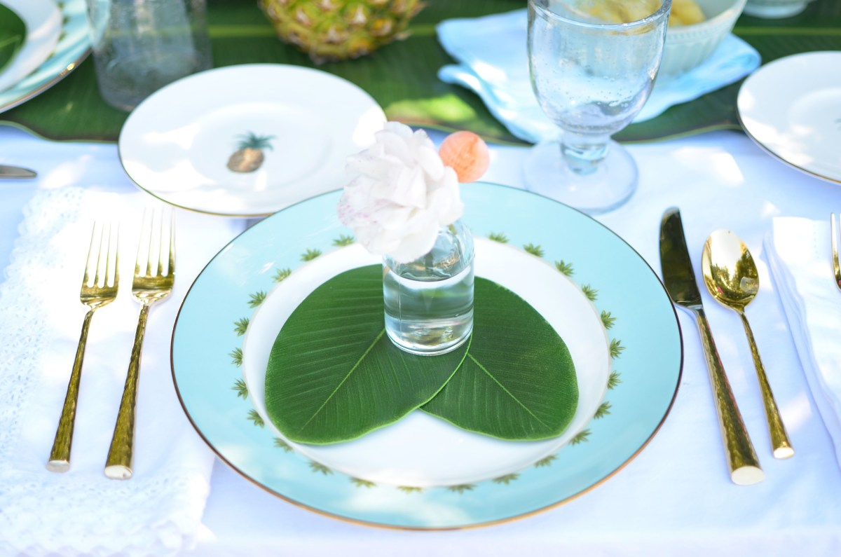 How to Make Formal China work for Outdoor Entertaining with Table+Dine and Lenox' British Colonial