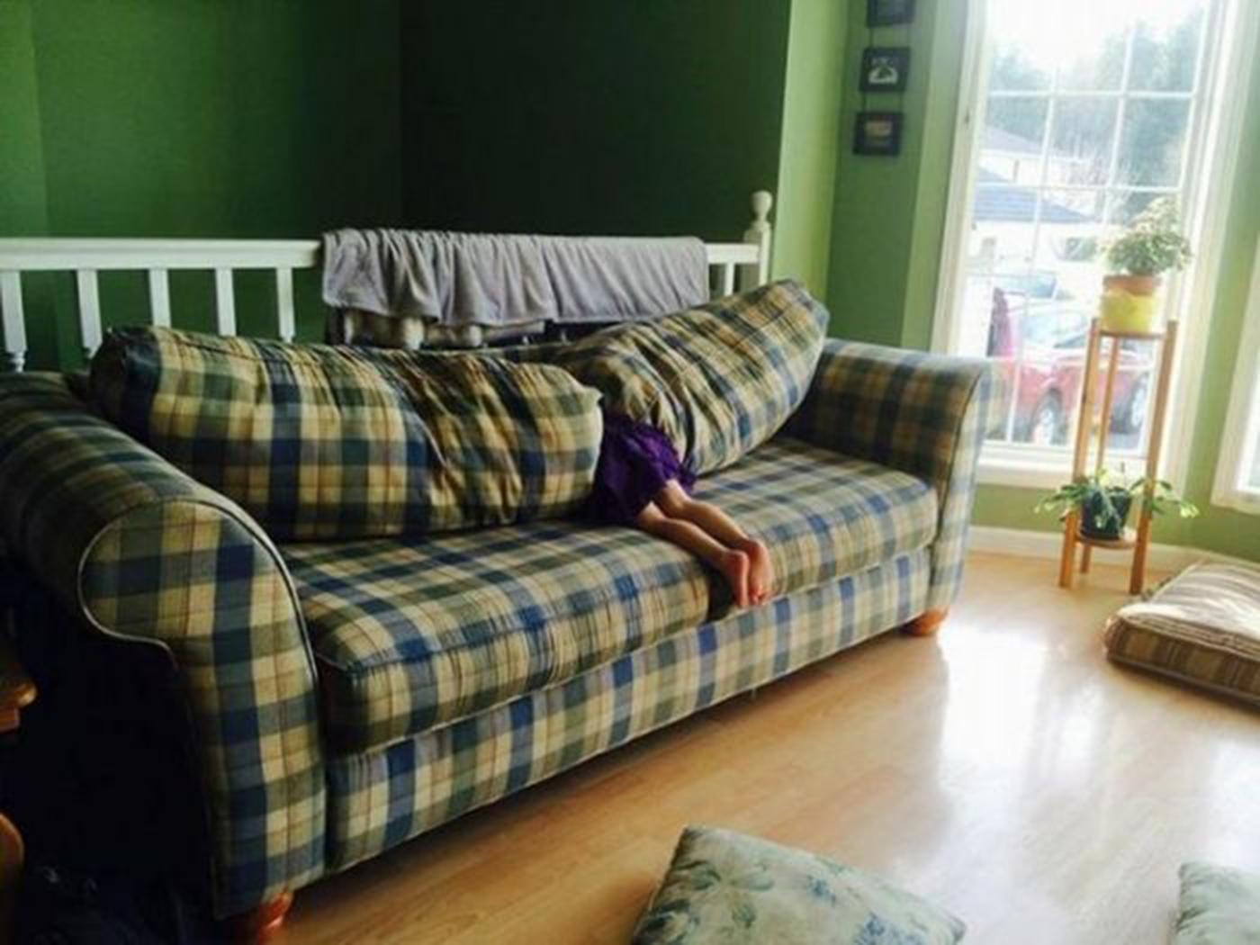Hide And Seek Kids Parents Share Their Kids Laughably Poor Attempts At Hide And Seek