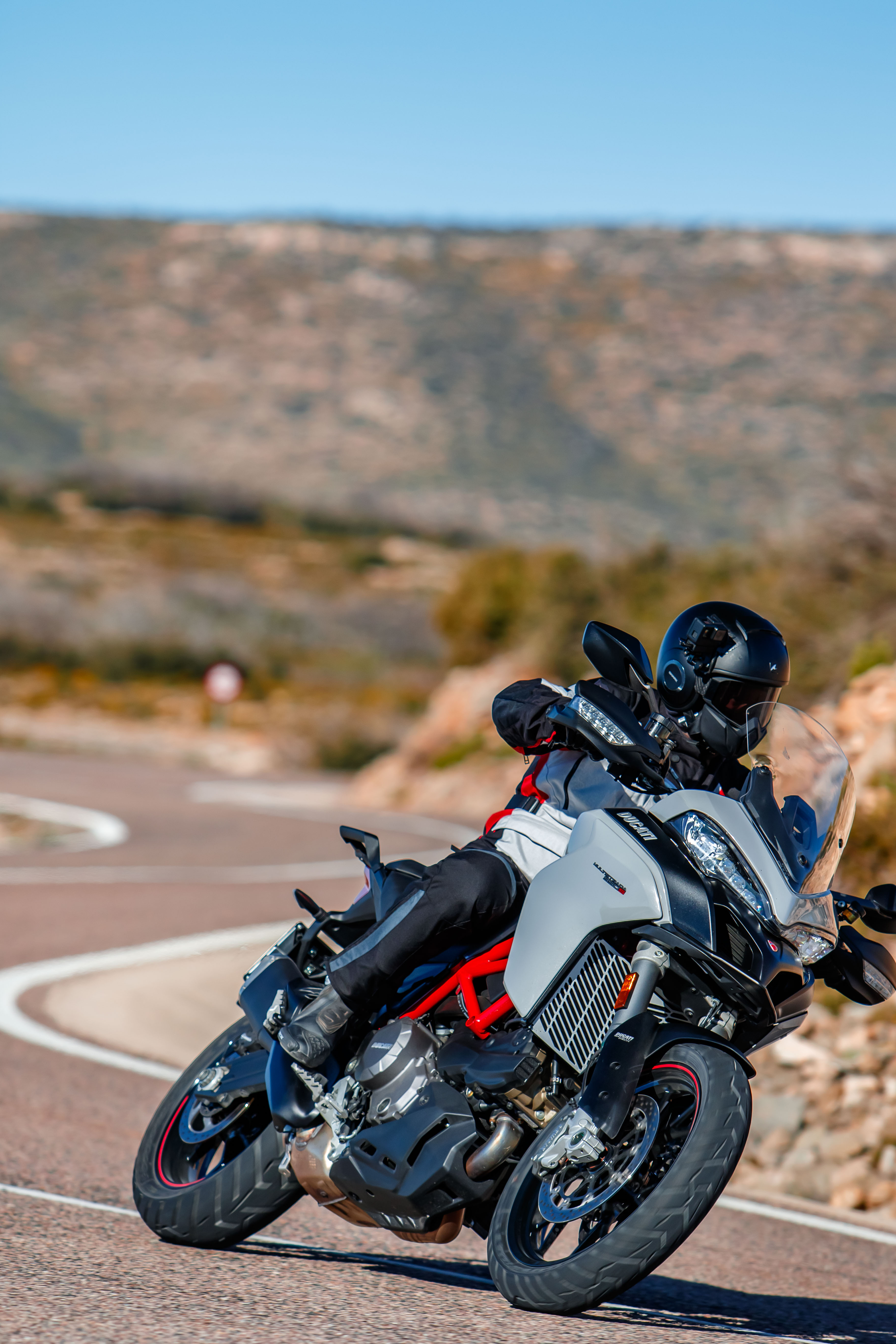 Suspension Multiple Design Ducati 950s Packs A Punch With Active Suspension Cornering Abs