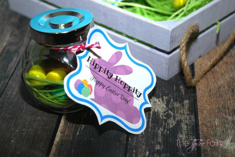 Make these easy #DIY Easter Nest Jars as gifts or as place cards for #Easter dinner! #craft