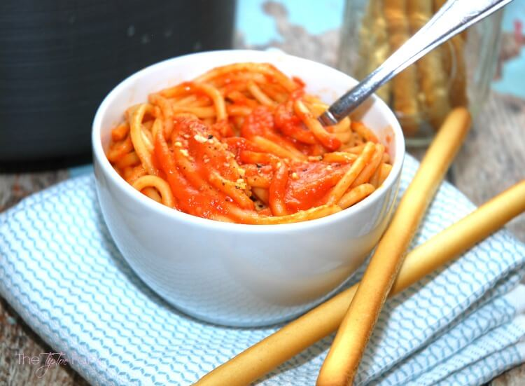 #SundaySupper - Make Your Own Roasted Garlic Tomato Sauce! #food #foodie #yum
