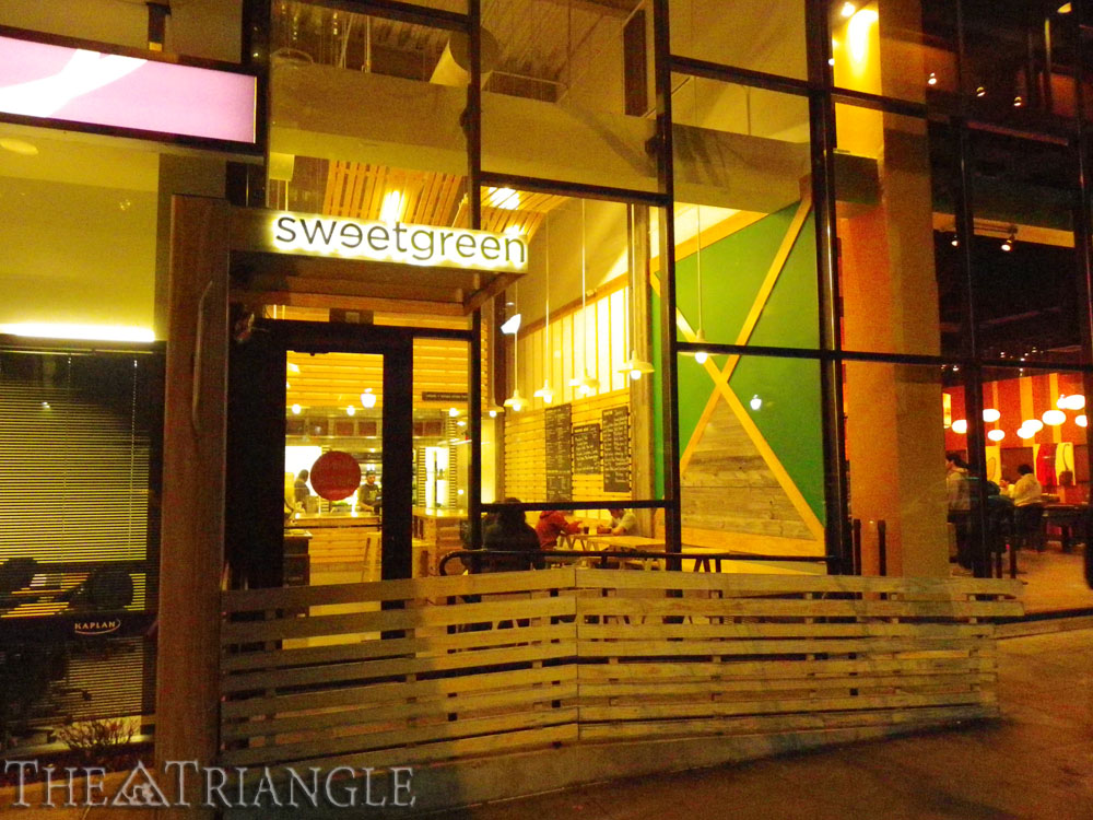 "Jared Ely The Triangle Sweetgreen, located on Walnut St. betweet 39th and 40th Streets, provides college students with a healthy alternative to the restaurant's neighbor Bobby's Burger Palace. Menu options include ""signature,"" ""make-your-own,"" ""seasonal"" salads and a local list of food options."