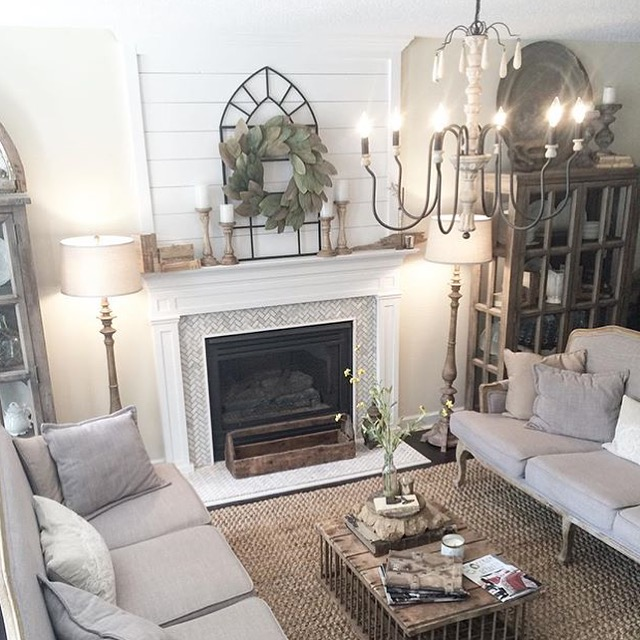 Farmhouse Decor in 10 Stunningly Gorgeous Living Rooms - farmhouse living room decor