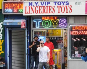 Exclusive - Casper Smart Visits A Peep Show One Day Before J.Lo&#039;s Birthday
