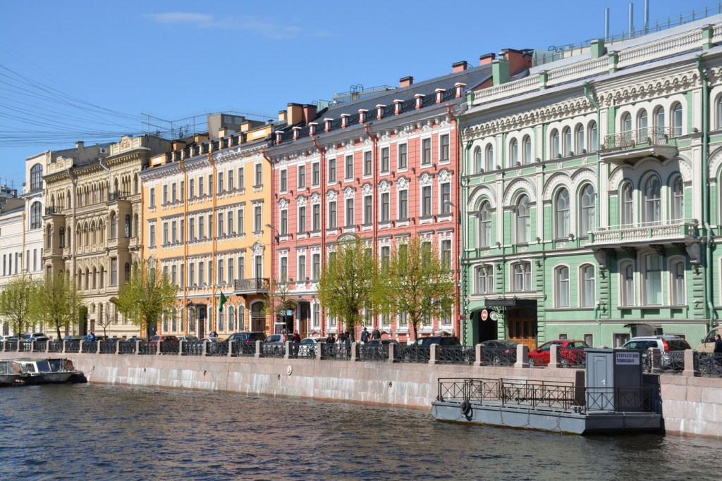 Reki Myoki canal houses in St. Petersburg | Photo by Paul Arps