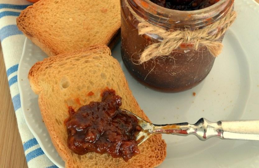 Μαγειρεύοντας με τη Yoleni's: αλμυρό cheesecake με παξιμάδι, αρωματισμένη κρέμα τυριών κ μαρμελάδα ντομάτας