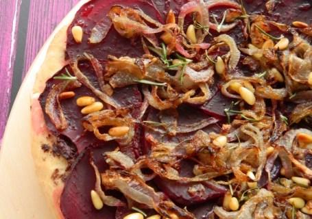 Νηστίσιμη πίτσα με παντζάρια