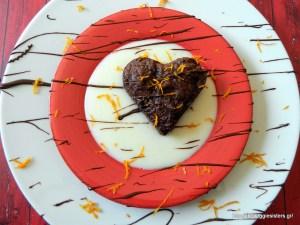 Vegan σοκολατένια καρδιά μπράουνις με πορτοκαλένια κρέμα – Vegan chocolate brownies heart with orange cream