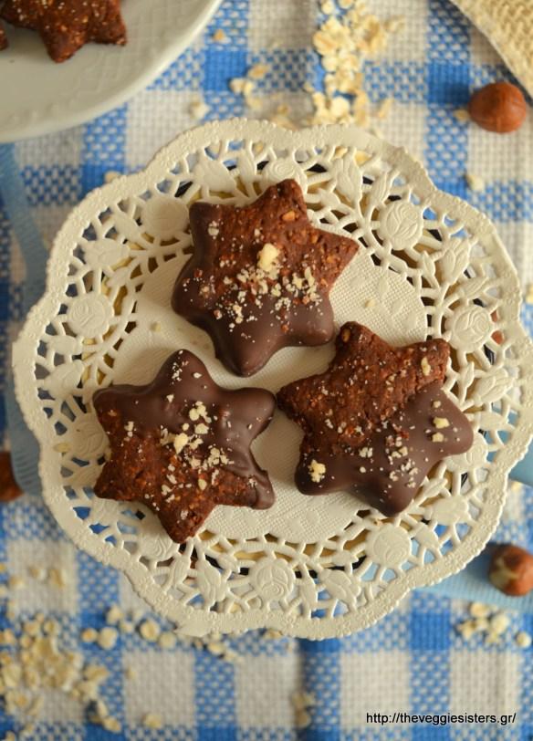 Σοκολατένια μπισκότα με βρώμη και φουντούκι