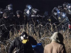 nodapl_police-with-rubber-bullet-gun