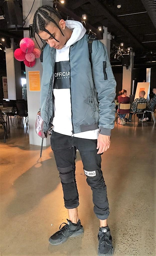Marcel Gomes, dansare från Twisted Feet. Vad har du på dig? - Jackan är från Bershka, tröjan från Official Gallery, byxorna Reclusive Clothing och skor från Nike. Foto: Klädoteket