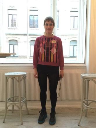 Jenny Holmlund på a la London designmarknad. Vad har du på dig? -Tröjan är egen design, badbyxor från Panos, tights från Woolford och skor från Spark. Foto: Klädoteket