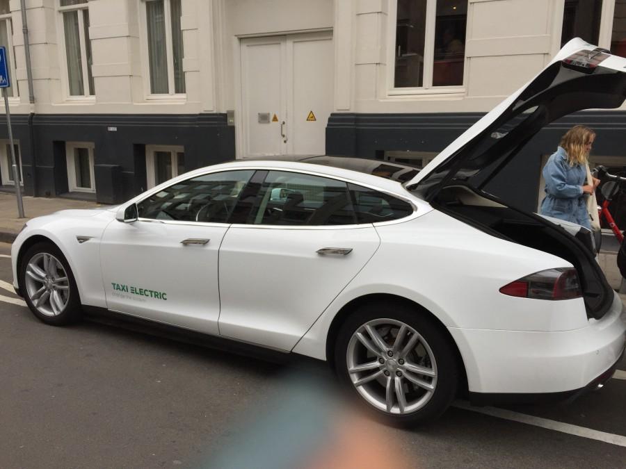 Vi blev upphämtade med en Tesla:)
