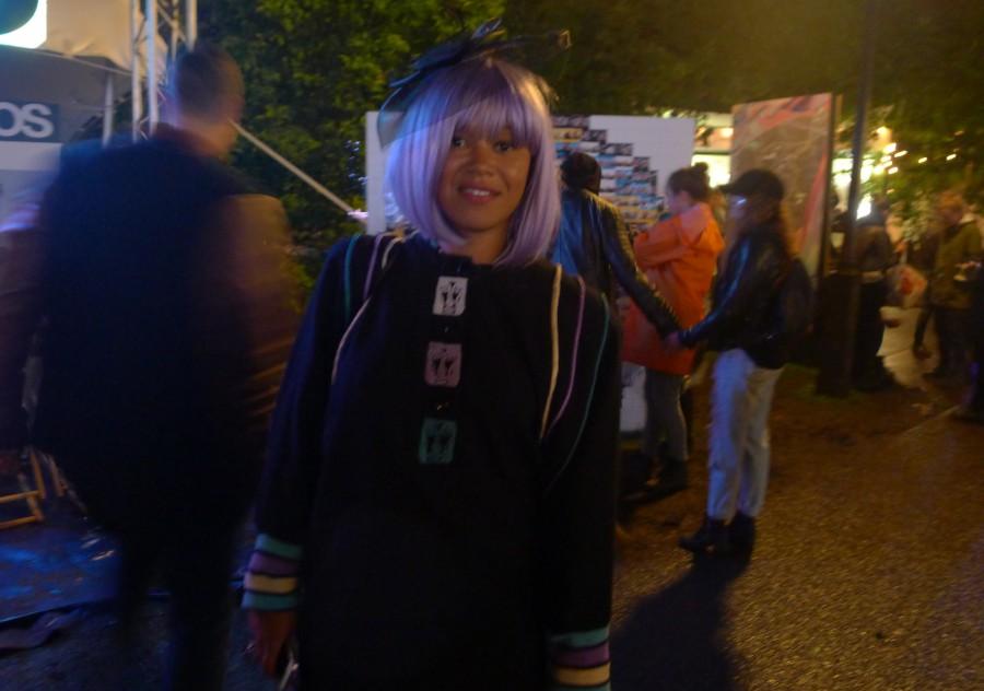 Yandeh Njie matchade hår och kläder.