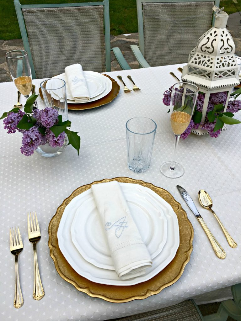 Picnic Decor Brunch Picnic In The Park Or Golden Glam The Well Dressed Table