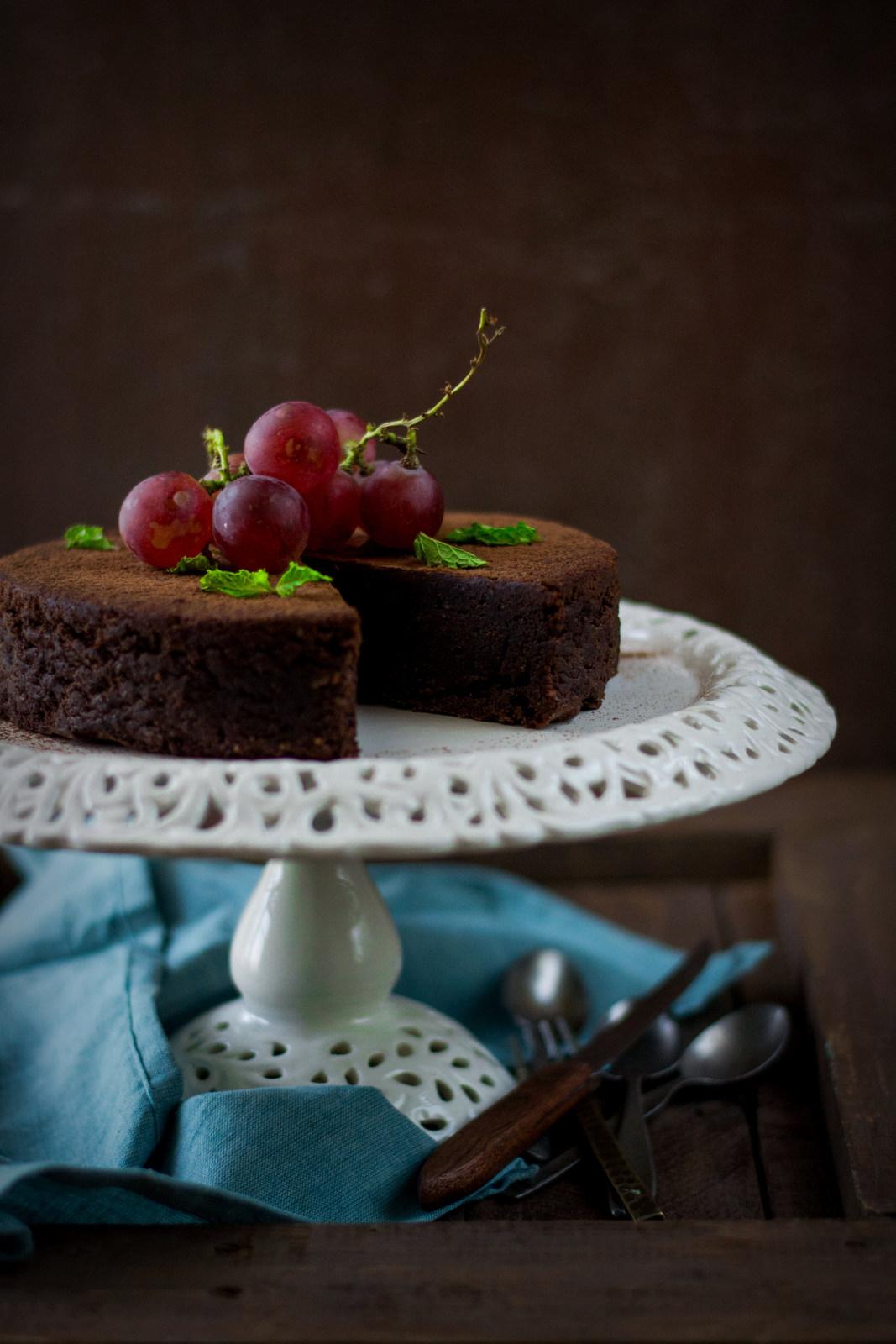 One Bowl Chocolate Almond Dessert Cake - The White Ramekins
