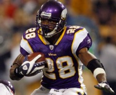 adrian peterson running back minnesota vikings Who Deserves the NFL Comeback of the Year Award: Peyton Manning or Adrian Peterson?
