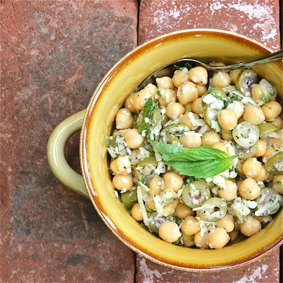 Chickpeas, Garlic and Olives cut 400