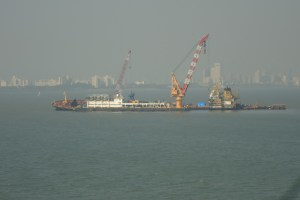 A rig addressing the oil spill off the Mumbai harbour in January 2011. Credit: felixdance/Flickr, CC BY 2.0