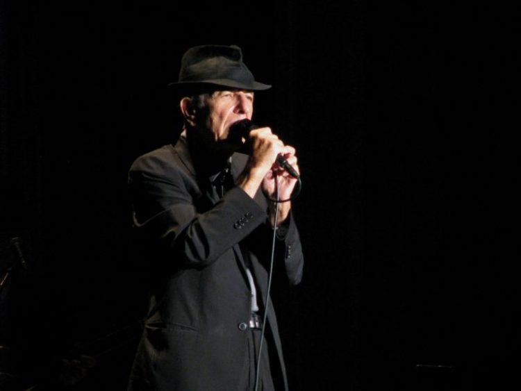 Leonard Cohen performing live. Credit: Sofía Lens/Flickr CC BY-NC 2.0