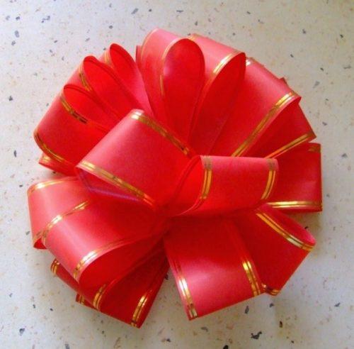 Сделать цветок из подарочной ленты