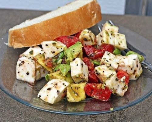 salat_s_avokado_i_mocarelloi-266120