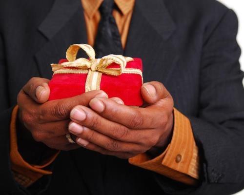 Подарок коллеге мужчине