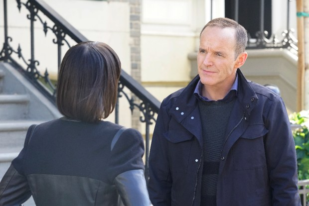 """MARVEL'S AGENTS OF S.H.I.E.L.D. - """"Devils You Know"""" - Having reluctantly agreed to share information with Rosalind and the ATCU, Coulson and the team go in search for the Inhuman who is killing off other Inhumans, and May feels that Hunter's mission to take down Ward is getting too personal, on """"Marvel's Agents of S.H.I.E.L.D.,"""" TUESDAY, OCTOBER 20 (9:00-10:00 p.m., ET) on the ABC Television Network. (ABC/Kelsey McNeal) CONSTANCE ZIMMER, CLARK GREGG"""
