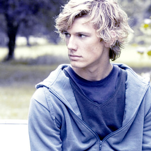 Wes_AlexPettyfer1