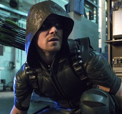 """Arrow -- """"Unchained"""" -- Image AR412A_0036b.jpg -- Pictured (L-R): Stephen Amell as Green Arrow -- Photo: Liane Hentscher/ The CW -- © 2016 The CW Network, LLC. All Rights Reserved"""