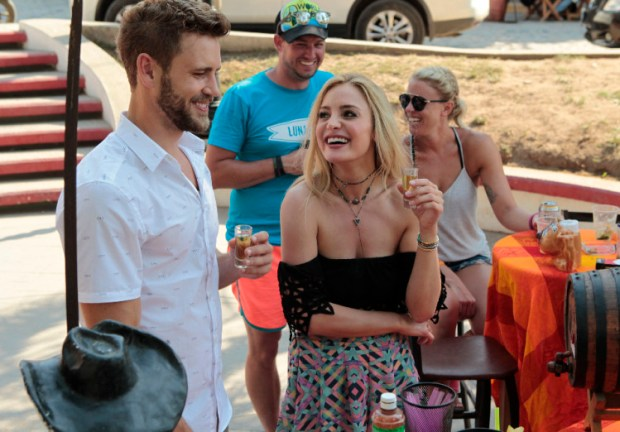 """BACHELOR IN PARADISE - """"Episode 302A"""" - Nick and Leah on a underwhelming date. (ABC/Rick Rowell) NICK VIALL, LEAH BLOCK"""