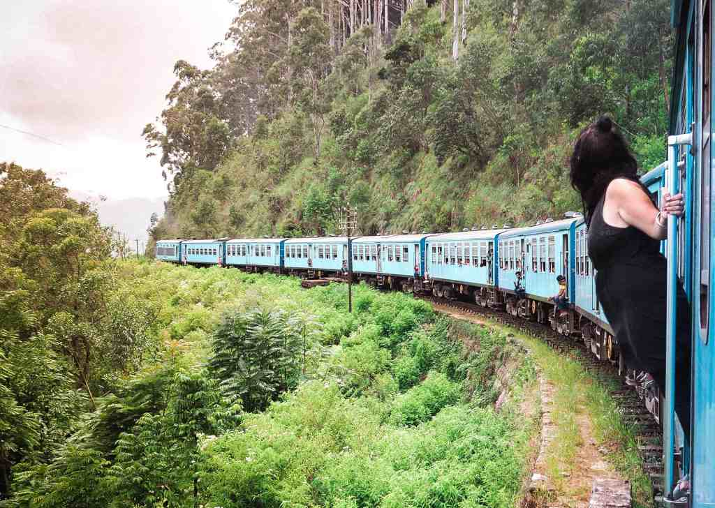 TOP 10 TIPS FOR THE FAMOUS BLUE TRAINS IN SRI LANKA: ALL YOU NEED TO KNOW!