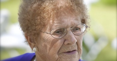 grandma-1386802_1280