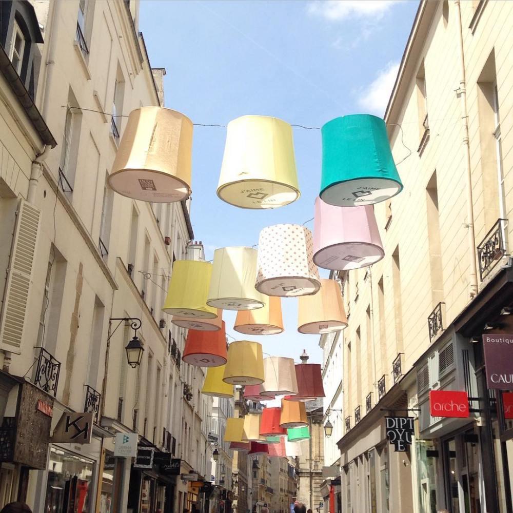 La rue des FrancsBourgeois toute en couleur aujourdhui