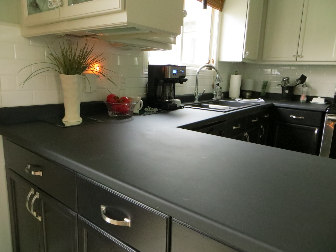 Paint Your Kitchen Countertops With Chalkboard Paint This Peaceful Home