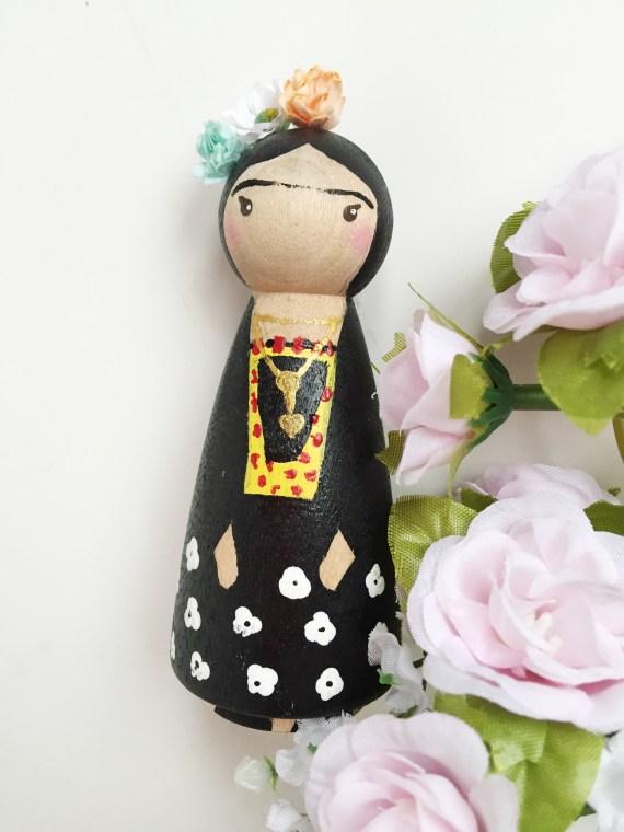frida-kahlo-peg-doll-1