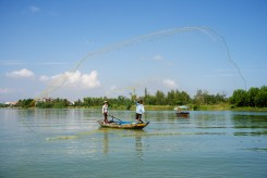 hero-throw-net-fishermen-on-river-hoi-an-vietnam-copyright-2015-ralph-velasco