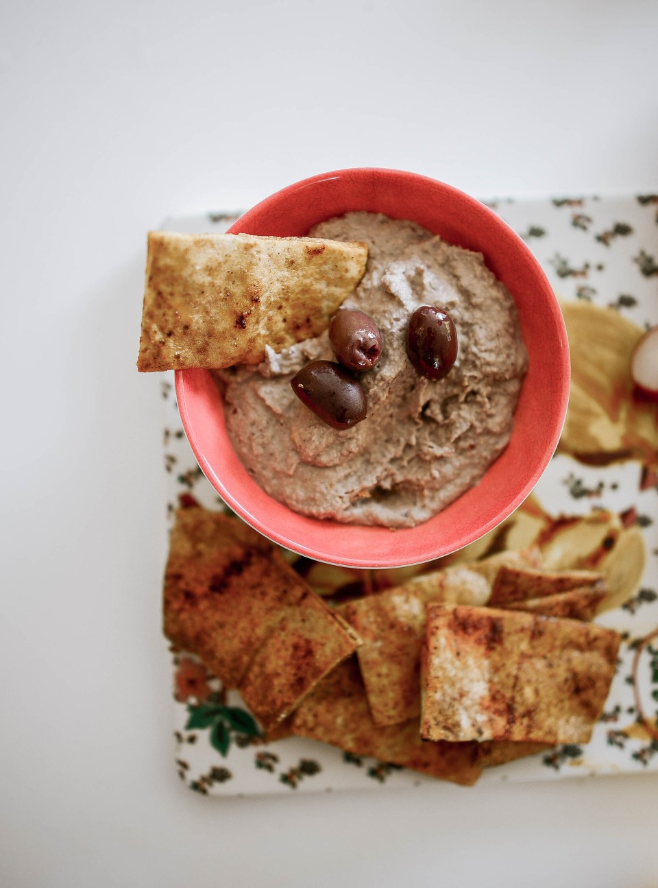 How to Make Hummus and homemade pita chips- Easy Hummus Recipe to Follow