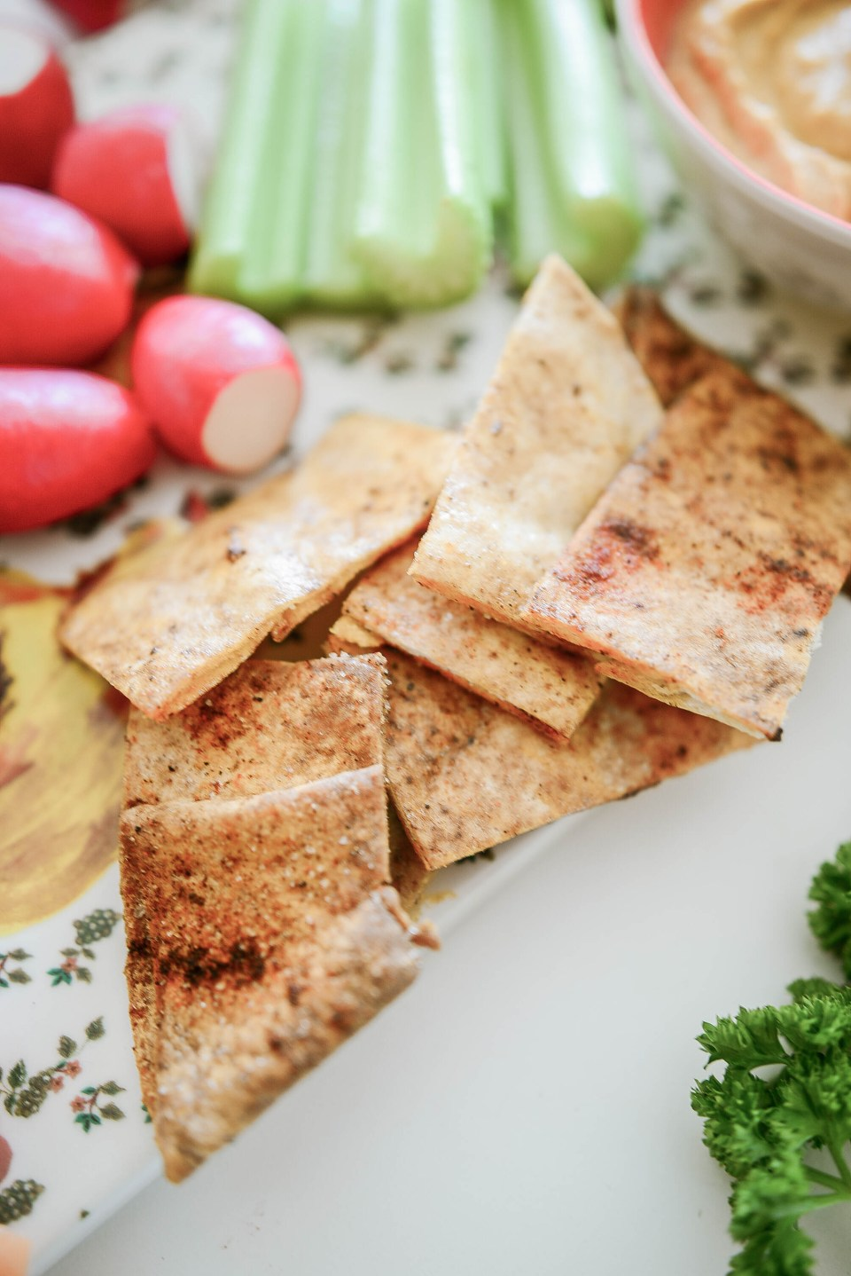 How to Make Hummus and homemade pita chips - Easy Hummus Recipe to Follow
