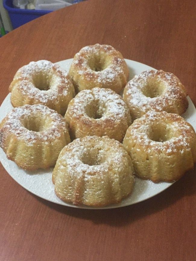butter cake with powdered sugar