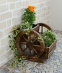 激安!車輪の形をしたおしゃれなプランター 天然木製でアンティーク風、玄関やお庭などのアクセントに最適です 雑貨 ガーデニング ..