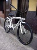 ビーチクルーザー 自転車 ◇シマノ6段変速◇極太フレーム◇砲弾型ライト付◇ホワイト◇