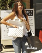 c4026f92882897 Sofia Vergara shops at Barneys New York in Beverly Hills, Aug 12, 2010