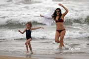 574243113602528 Jennifer Garner in a Bikini on the Beach in Hawaii, Jan 2